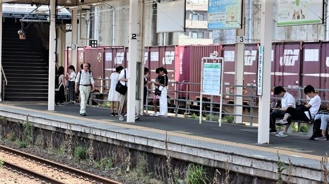 藤田八束の鉄道写真@日韓問題泥沼化する解決の糸口はいかに政治とはこんなにも難しいことか、貨物列車と東北本線東仙台にて_d0181492_20545012.jpg