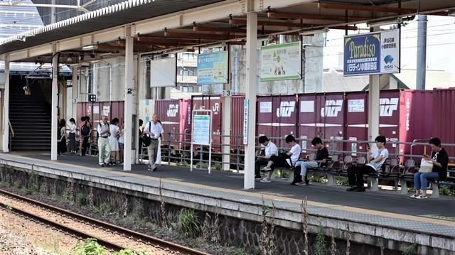 藤田八束の鉄道写真@日韓問題泥沼化する解決の糸口はいかに政治とはこんなにも難しいことか、貨物列車と東北本線東仙台にて_d0181492_20545851.jpg
