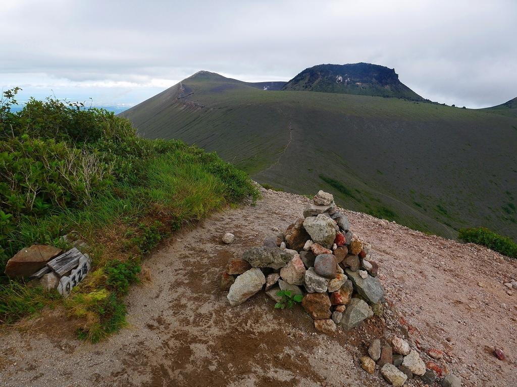 シラタマノキが見頃の樽前山、2019.8.13_f0138096_10083696.jpg