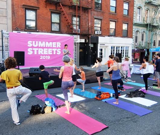 Summer Streets、ソーホー・レスト・ストップで、無料のヨガ教室_b0007805_01540843.jpg