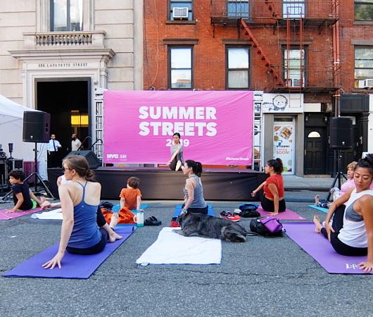Summer Streets、ソーホー・レスト・ストップで、無料のヨガ教室_b0007805_02004875.jpg