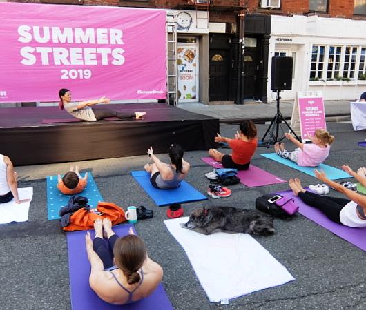 Summer Streets、ソーホー・レスト・ストップで、無料のヨガ教室_b0007805_02013195.jpg