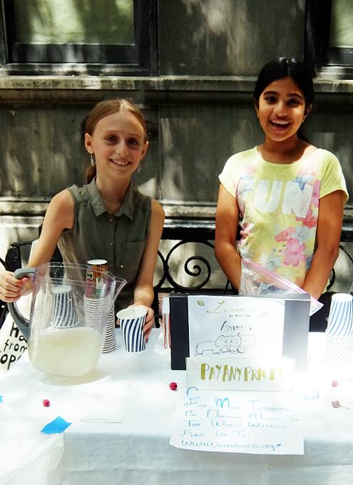 夏のニューヨークの風景、少女たちによる手作りレモネード・スタンド_b0007805_20265496.jpg