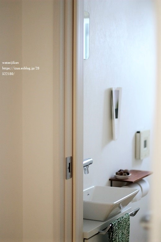 トイレにIKEAの鏡を取り付ける_e0214646_16330908.jpg