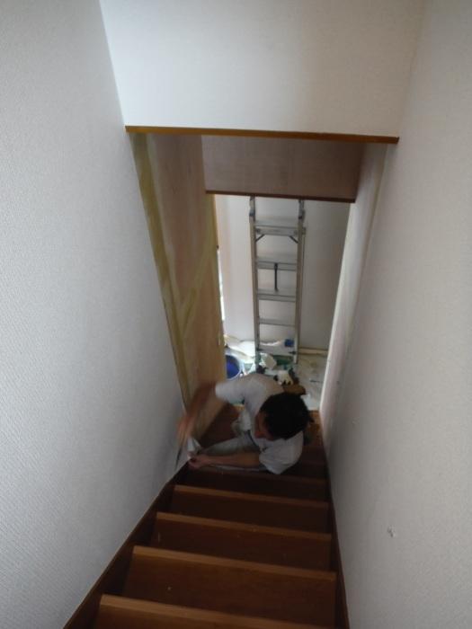 室内リフォーム ~ 廊下、階段クロス張り。_d0165368_04324657.jpg