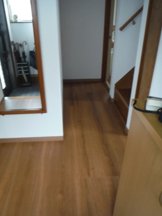 室内リフォーム ~ 廊下、階段クロス張り。_d0165368_04333307.jpg