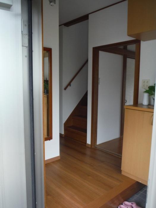 室内リフォーム ~ 廊下、階段クロス張り。_d0165368_04335809.jpg