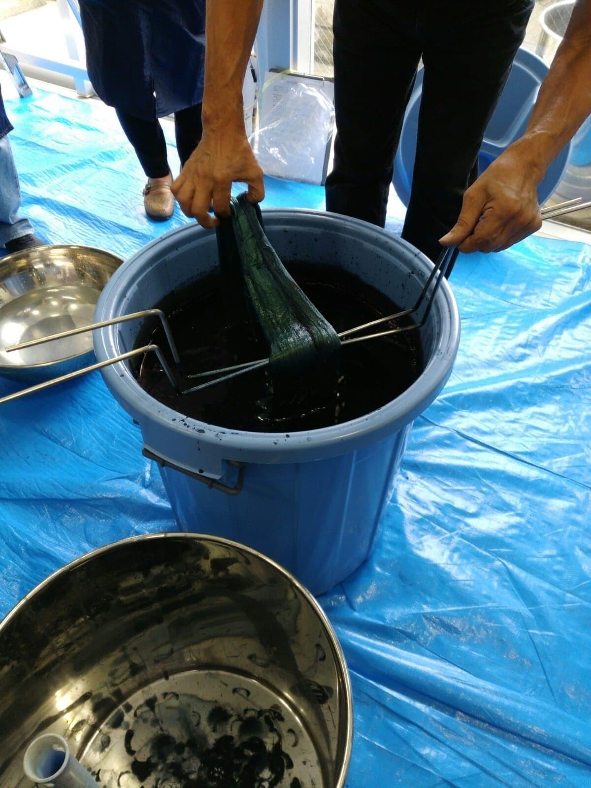 『琉球藍の建て方、染色法を学ぶ』講座に参加しました。_b0228094_10043388.jpg