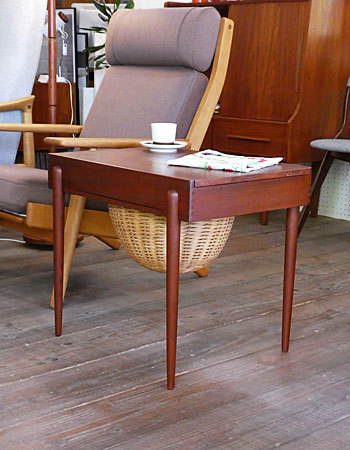 Sewing table_c0139773_13063025.jpg