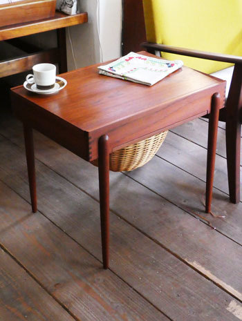 Sewing table_c0139773_13064254.jpg