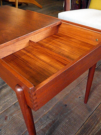 Sewing table_c0139773_13081841.jpg