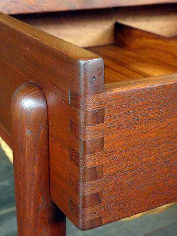 Sewing table_c0139773_13083727.jpg