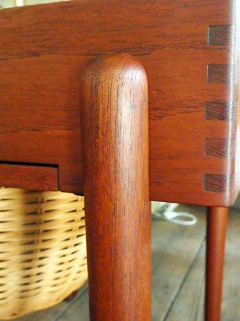 Sewing table_c0139773_13104619.jpg