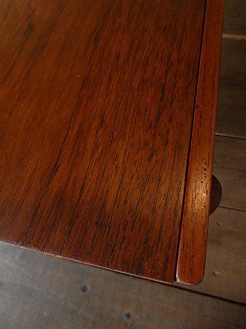 Sewing table_c0139773_13122918.jpg