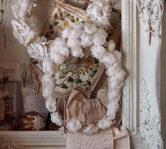 パリの蚤の市から池袋へ*ワックスフラワーや白薔薇のティアラ_c0094013_23242838.jpeg