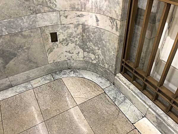 老舗デパートの階段_c0019551_15500128.jpg