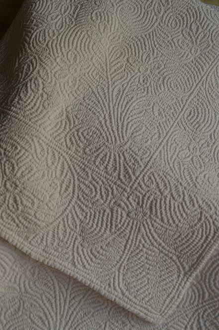 18世紀のマルセイユの極上白キルト「VERMICURE」_b0346275_09373944.jpg