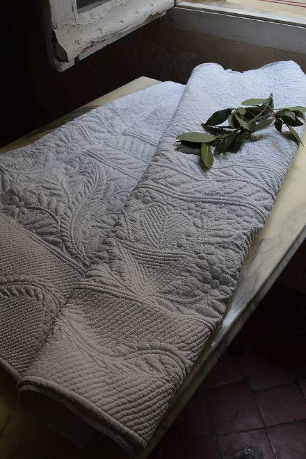 18世紀のマルセイユの極上白キルト「VERMICURE」_b0346275_10195022.jpg