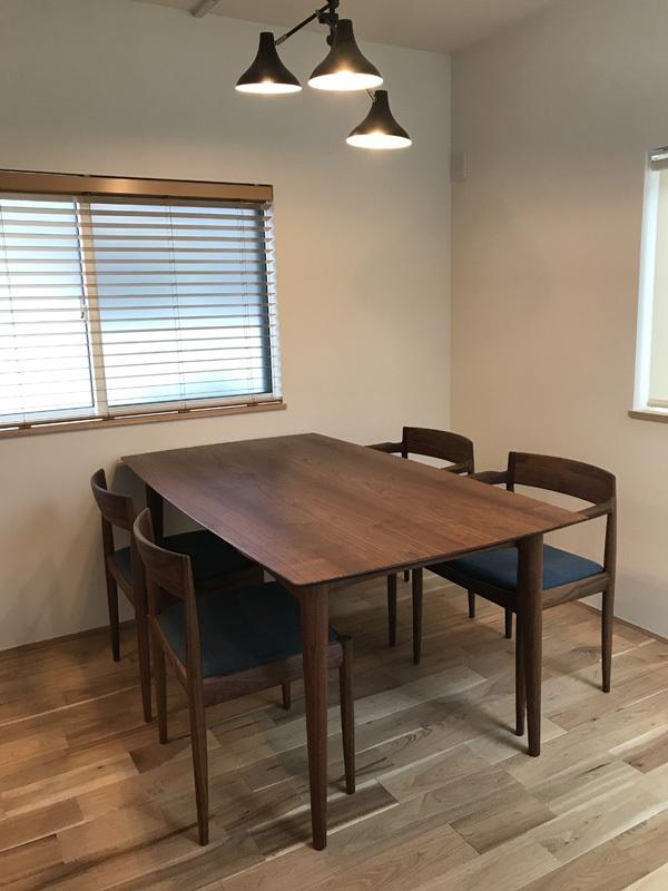 家具納品(椅子選びの形と素材)_f0264887_22160051.jpg