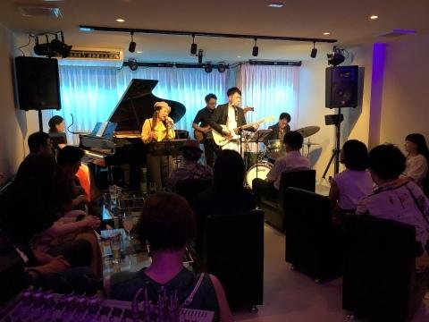 Jazzlive Comin ジャズライブ カミン  広島  本日月曜日のライブ!_b0115606_09551192.jpeg