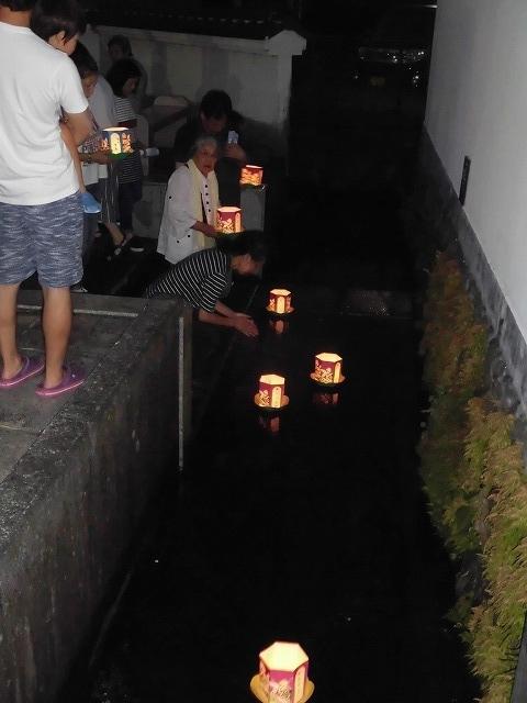 夏の最後の行事 毎年8月16日は「わきみず寺」(法雲寺)の「灯篭流し」_f0141310_06412291.jpg