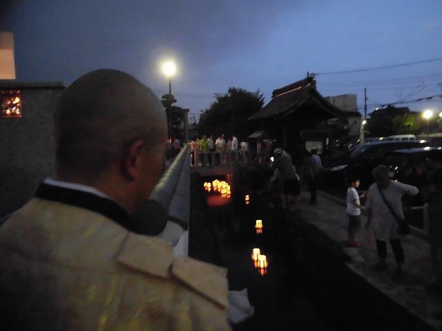夏の最後の行事 毎年8月16日は「わきみず寺」(法雲寺)の「灯篭流し」_f0141310_06421068.jpg