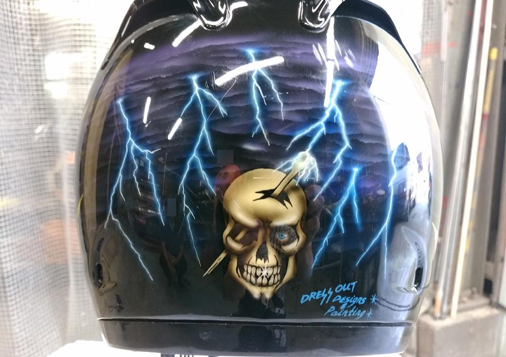 輩のカワサキ。ZX-10乗りのヘルメットとか。_d0130115_17293372.jpg