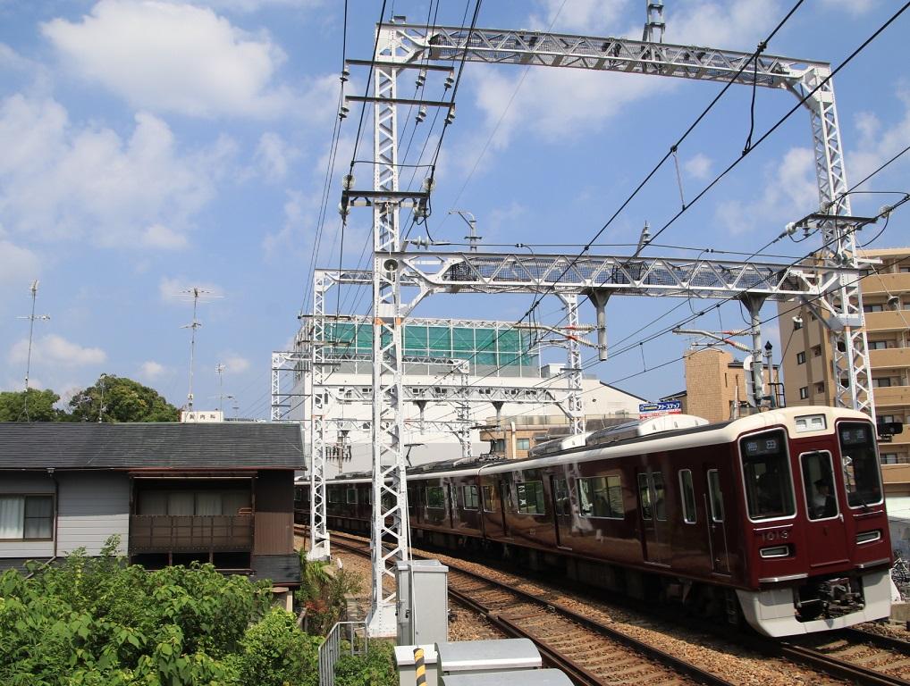 阪急1000系 1013F 大空の下で・・_d0202264_1146790.jpg