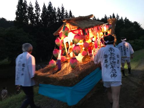 遠野のお盆の行事、亡くなった人を送る、舟っこ流しを撮影しました。_a0053480_05470057.jpg