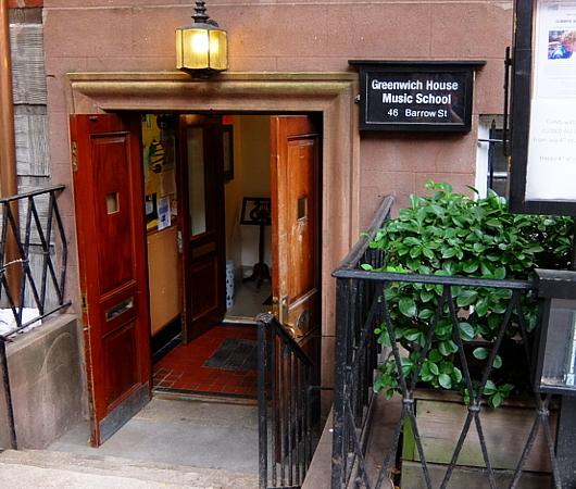 グリニッジ・ビレッジの住宅街に100年超の歴史ある音楽学校、Greenwich House Music School_b0007805_02032669.jpg