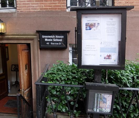 グリニッジ・ビレッジの住宅街に100年超の歴史ある音楽学校、Greenwich House Music School_b0007805_02040425.jpg