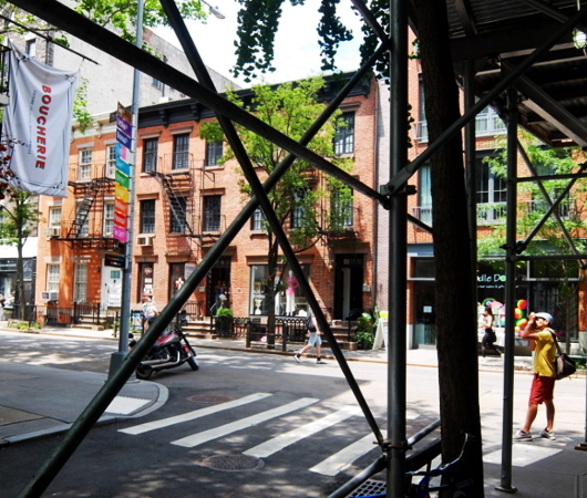 NYのゲイ・ストリートが、アクセプタンス・ストリート(Acceptance Street)へ改名_b0007805_23374410.jpg