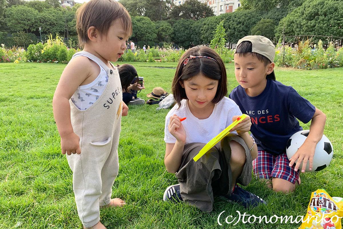 パリの公園は子供たちのパラダイス♪_c0024345_20351528.jpg