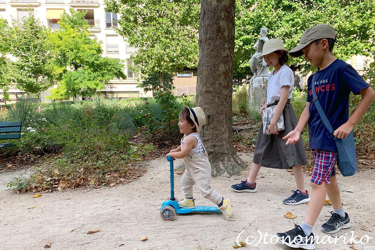 パリの公園は子供たちのパラダイス♪_c0024345_20351530.jpg
