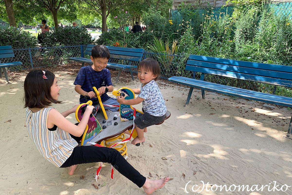 パリの公園は子供たちのパラダイス♪_c0024345_20351626.jpg