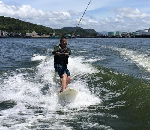 若者達と初めてウェイクサーフィンにチャレンジ!_a0132631_10035265.jpeg