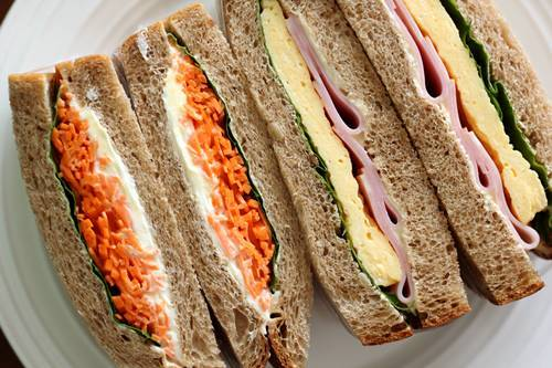 マルチシリアル食パンでサンドイッチ!_a0165538_09141476.jpg