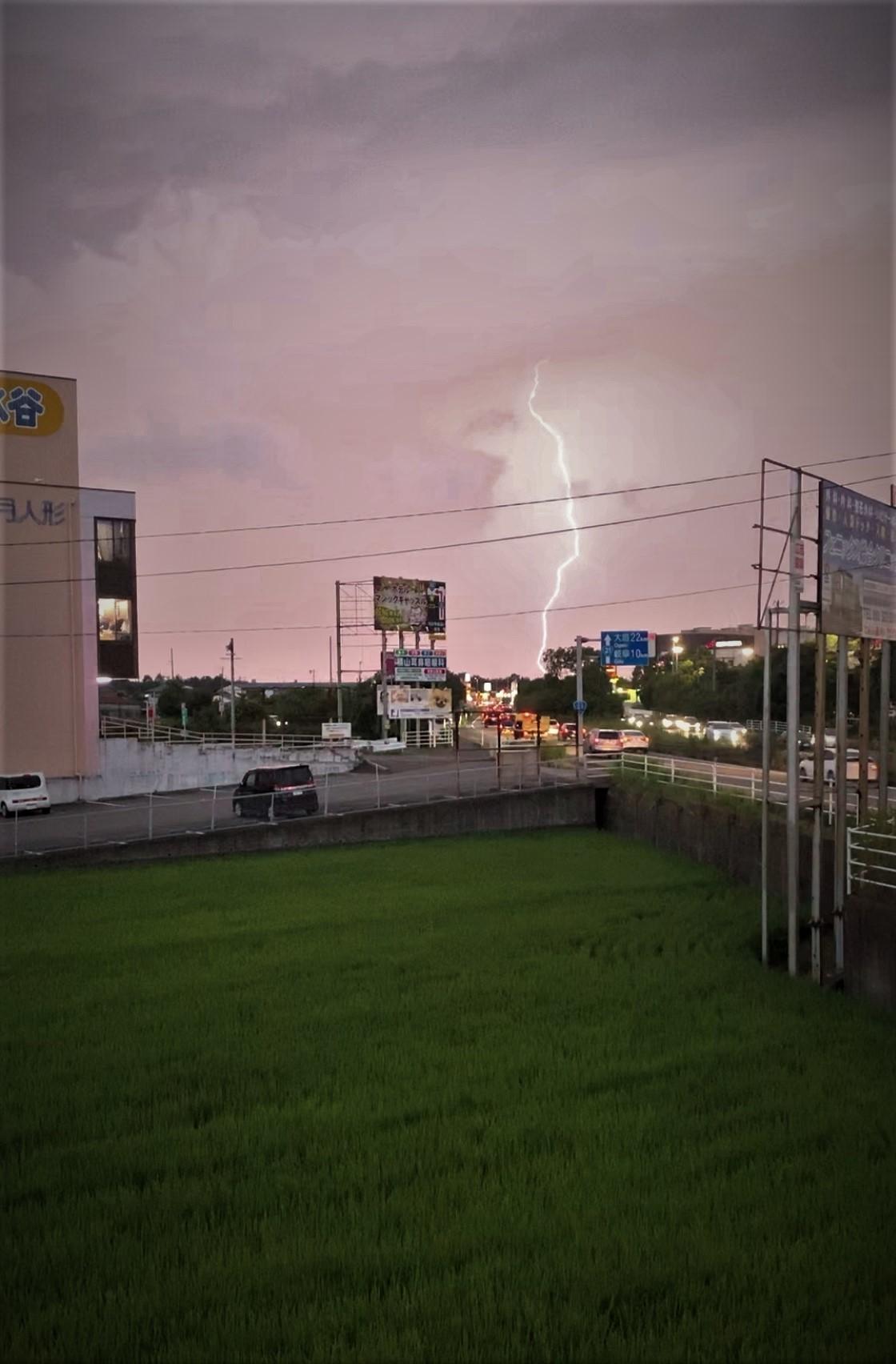 バイク乗ってて雷は大丈夫か?_a0165898_18343575.jpg