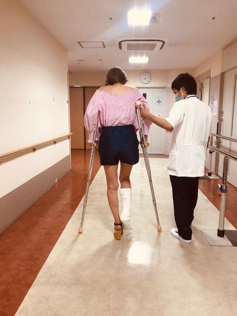足骨折しました。_a0050302_13223158.jpg