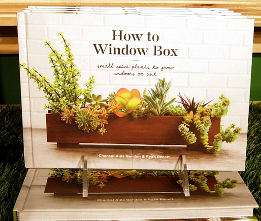 アメリカでは室内で新鮮な野菜やハーブを育てるのが、最新トレンド?_b0007805_02065548.jpg