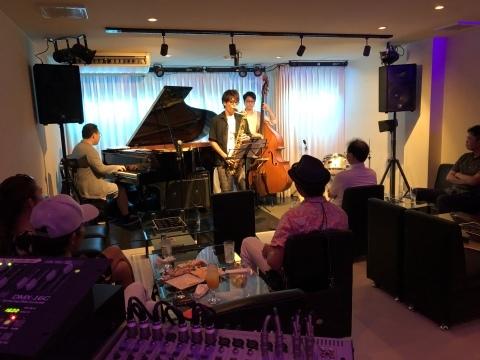 ひろしま ジャズライブ カミン  広島Jazzlive Comin 本日22日のライブ_b0115606_11540644.jpeg