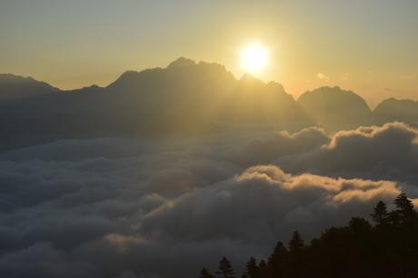 2019年8月17日 剣岳に沈んだ夕陽で空がバラ色に輝くsunsetを堪能した。_c0242406_17143642.jpg