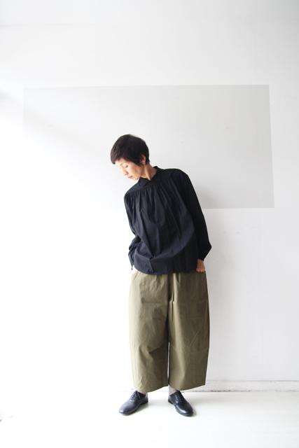 黒のスタンドカラーシャツ_f0215708_12525642.jpg