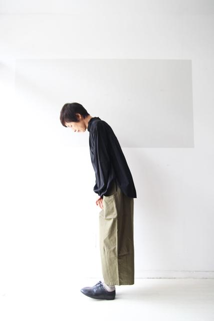 黒のスタンドカラーシャツ_f0215708_12525890.jpg