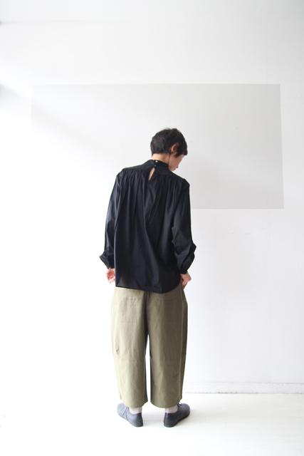 黒のスタンドカラーシャツ_f0215708_12525922.jpg
