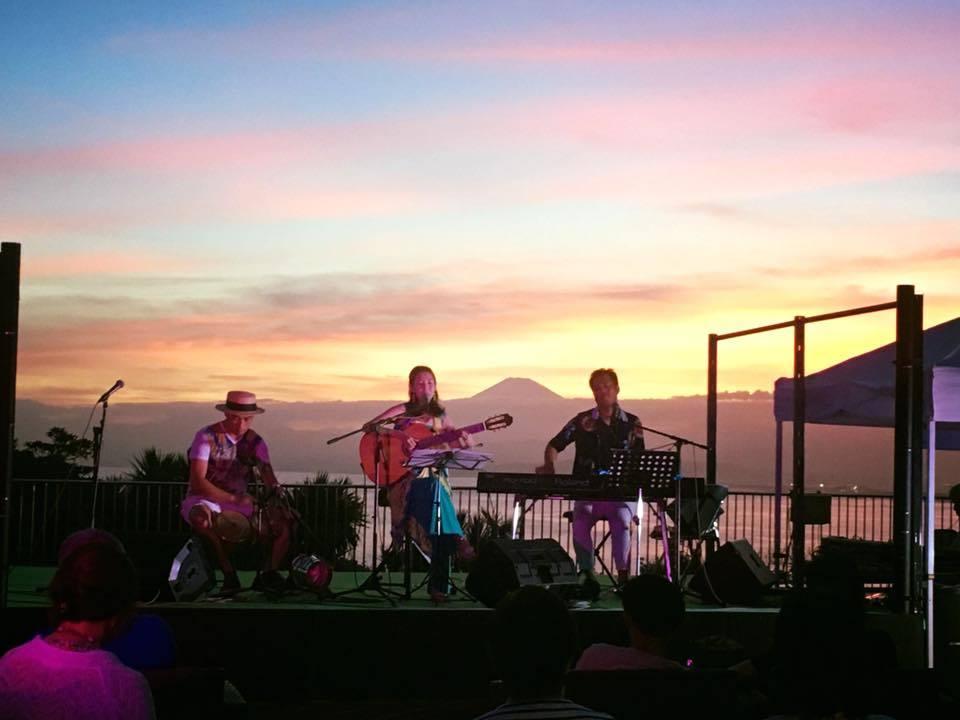 【レポート◉夕陽と海の音楽会】5年目。3日目をプロデュース、LIVE演奏、DJ #ブラジル #江ノ島 #シーキャンドル_b0032617_23464927.jpg