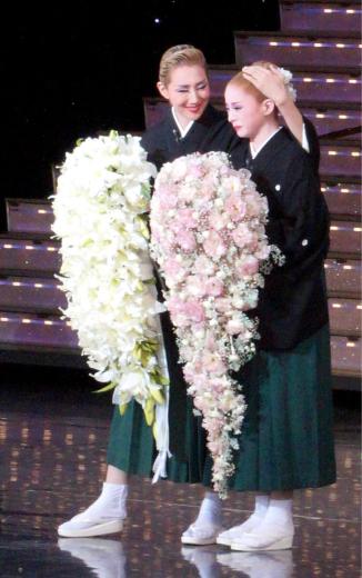 紅ゆずる 千秋楽に想う…8月19日 @宝塚大劇場_f0215324_21313323.jpg