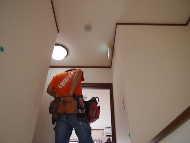 足立区H様邸内装クロス張り工事開始。_a0214329_20224024.jpg