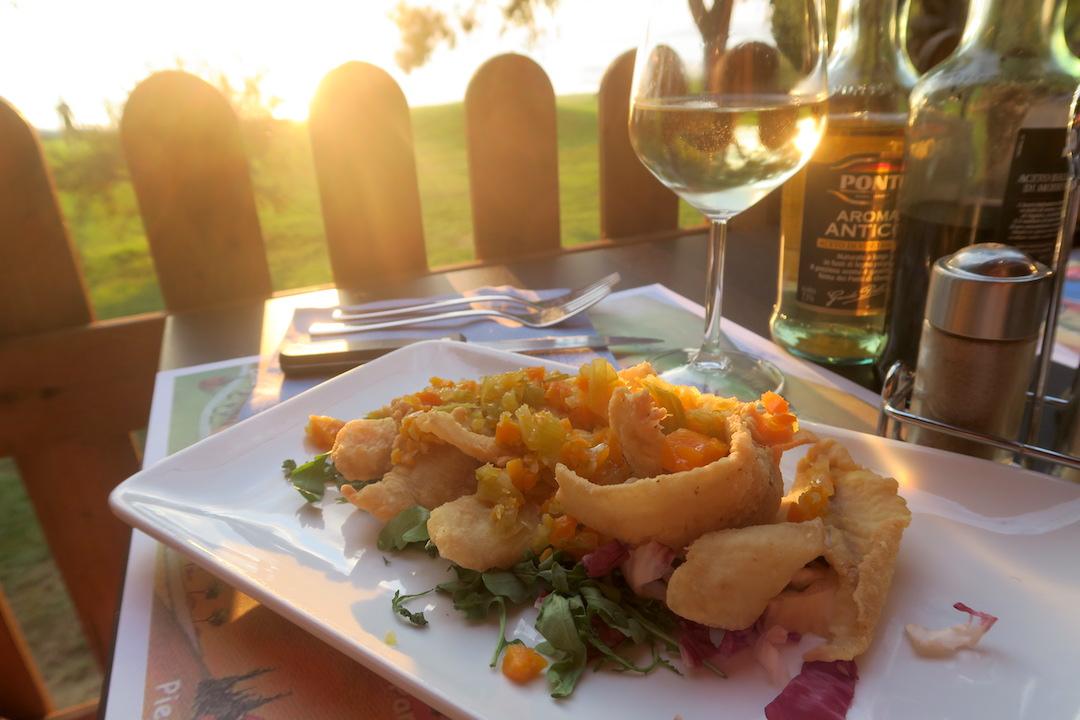 金色の湖畔で夕食 帰りは雷雨、トラジメーノ湖・ウンブリア_f0234936_6532731.jpg