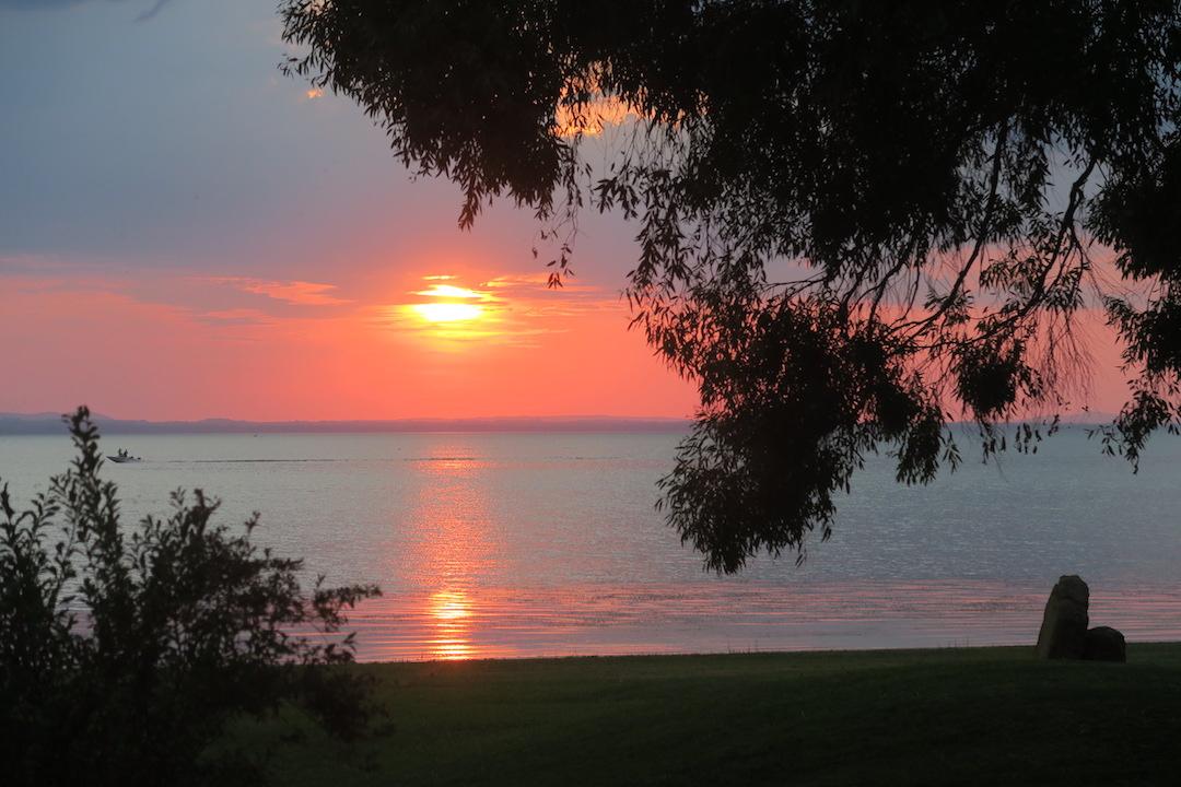 金色の湖畔で夕食 帰りは雷雨、トラジメーノ湖・ウンブリア_f0234936_7122280.jpg